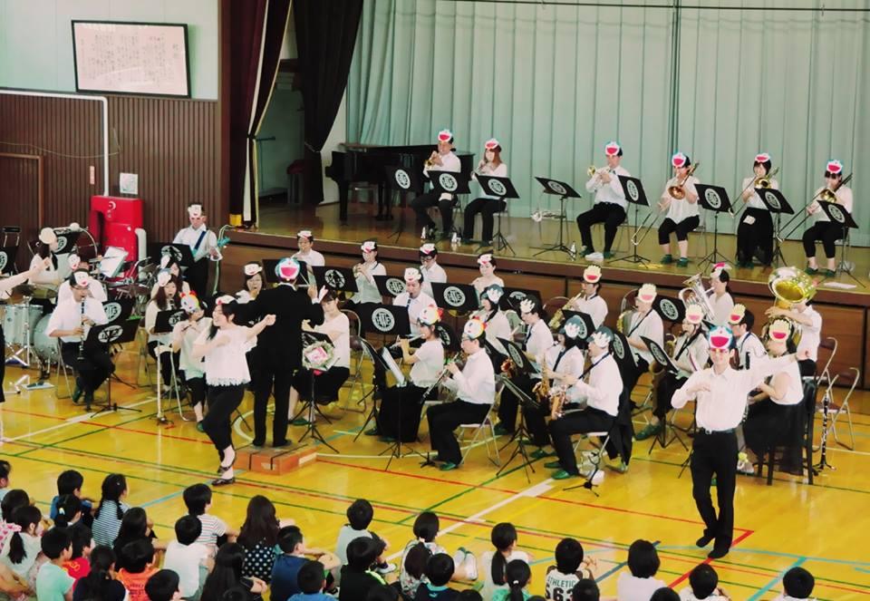 坂戸小の音楽鑑賞教室で演奏しました